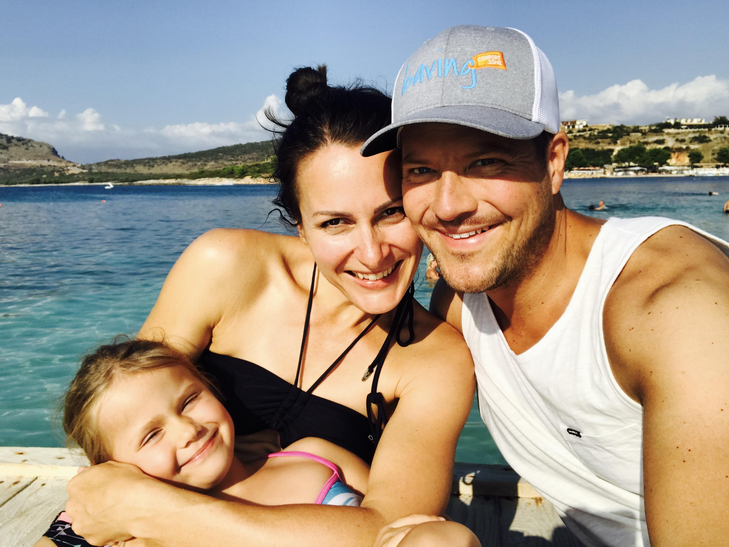 Komfortzone verlassen - Bild der Familie am Strand in Albanien