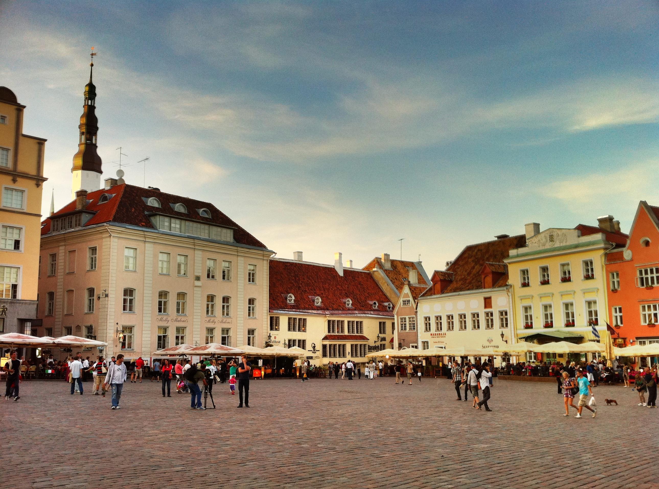 "alt=""Blick auf den Marktplatz in Tallinn"""