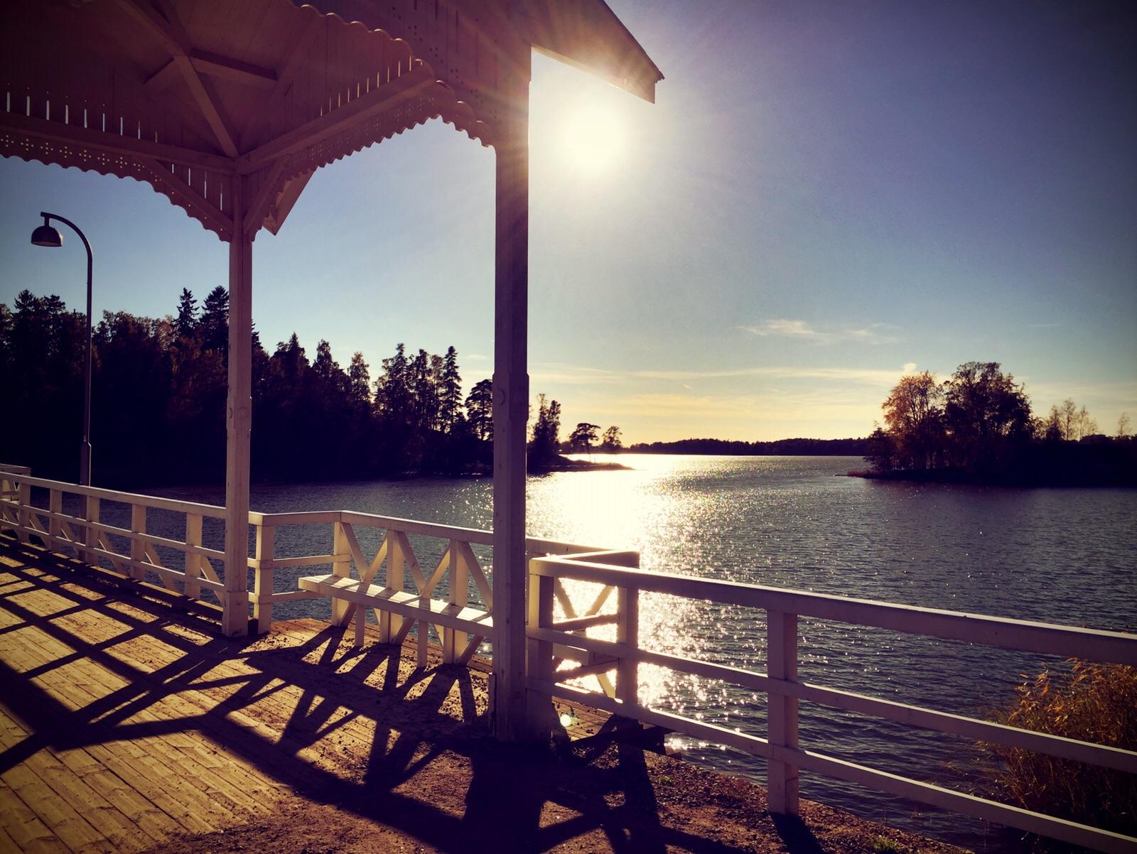 """alt=""""Brücke, die zur Freilichtmuseumsinsel in Helsinki führt"""""""