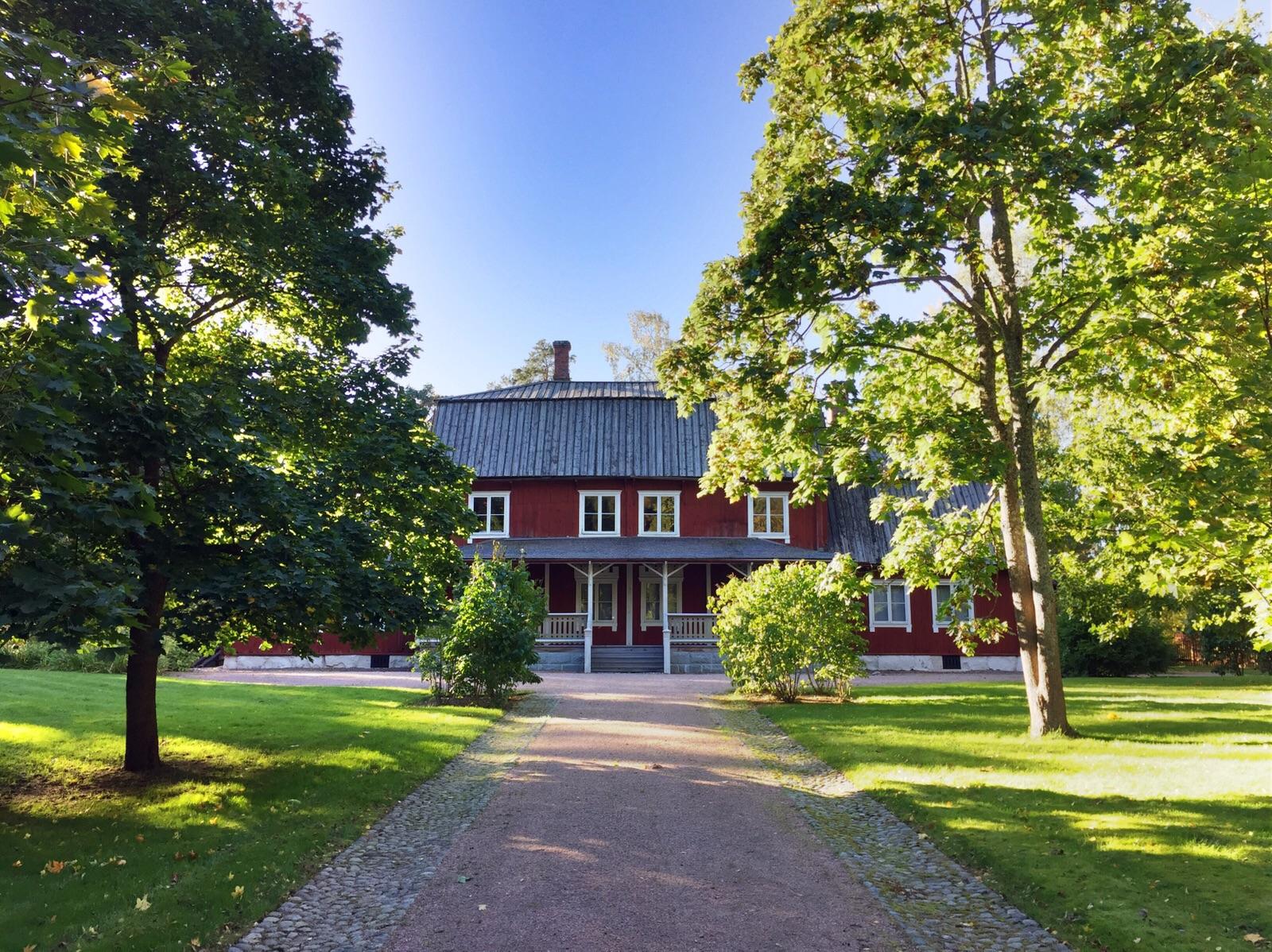 """alt=""""Typisches finnisches Haus im Freilichtmuseum in Helsinki"""""""