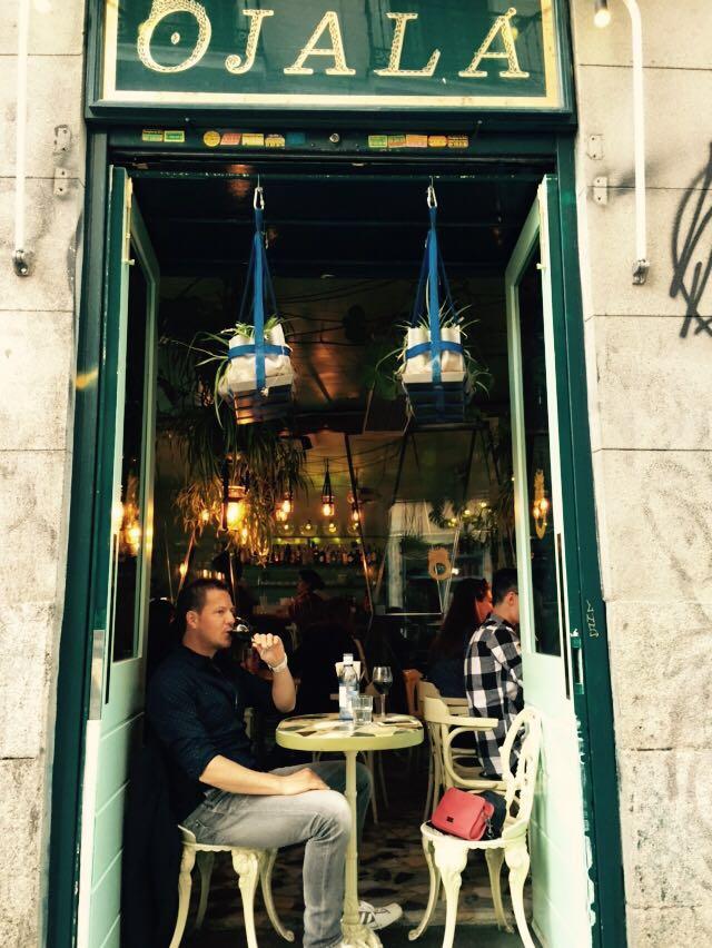 """alt=""""Blick auf die Tapas Bar OJalá in Madrid"""""""