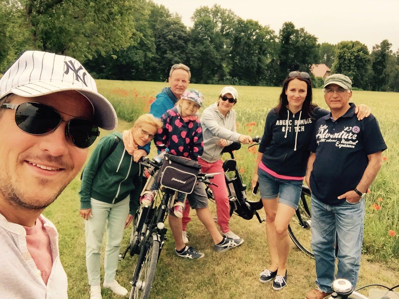 Jahresrückblick: Familie beim Fahrradfahren