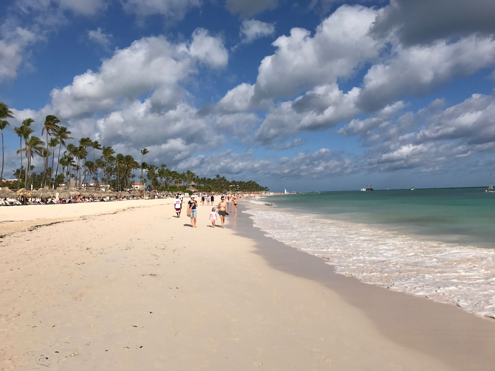 Punta Cana - Weg am Strand zum Shoppingvillage Palma Real