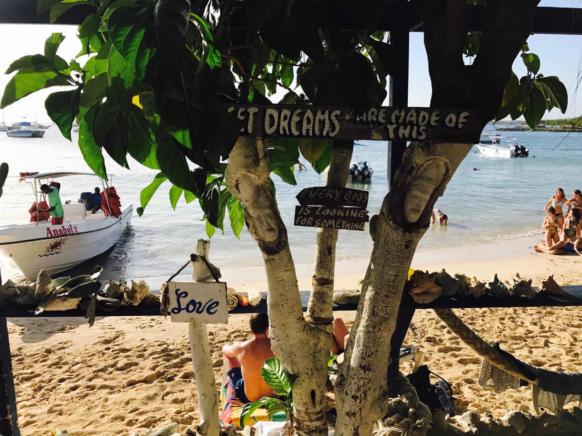 Blick aufs Meer von einer Bar aus, Playa Barco Bar