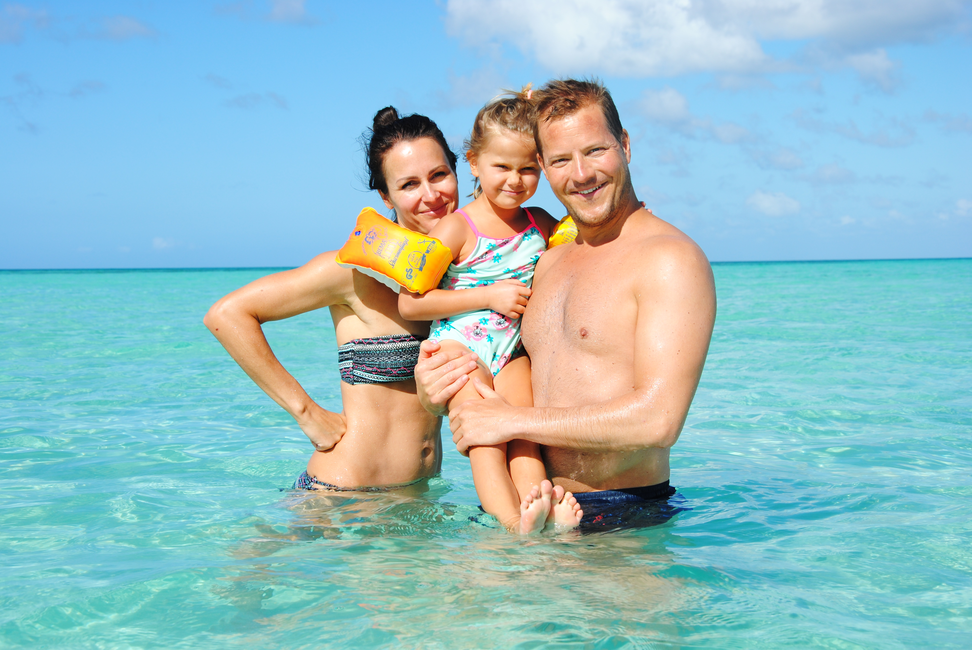 Familie im Wasser auf einer Sandbank, kurz vor Saona Island