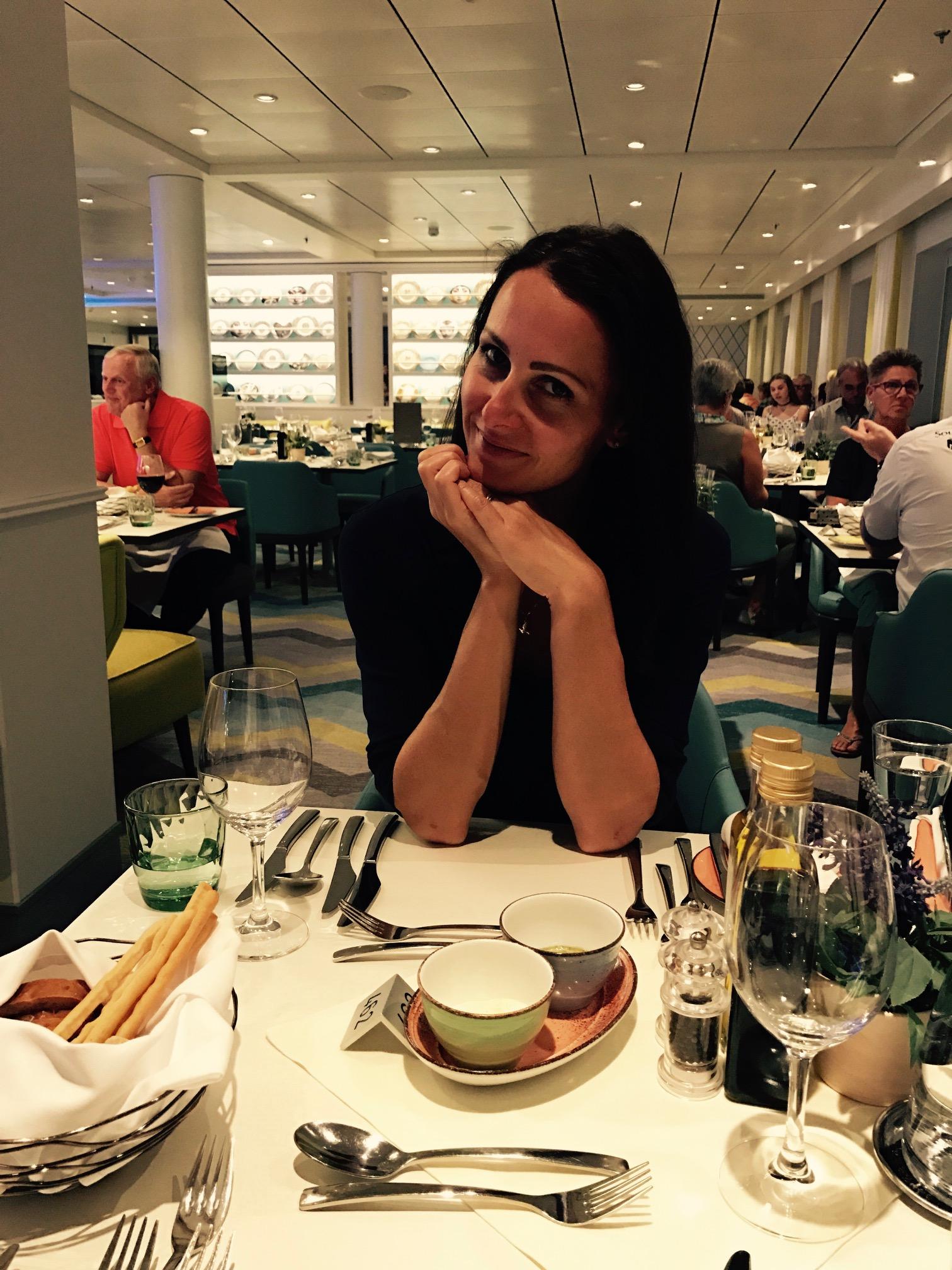 Essen im Atlantik Mediterran auf der Mein Schiff 5