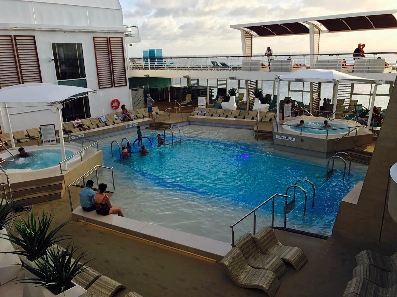 Kleiner Pool auf der Mein Schiff 5