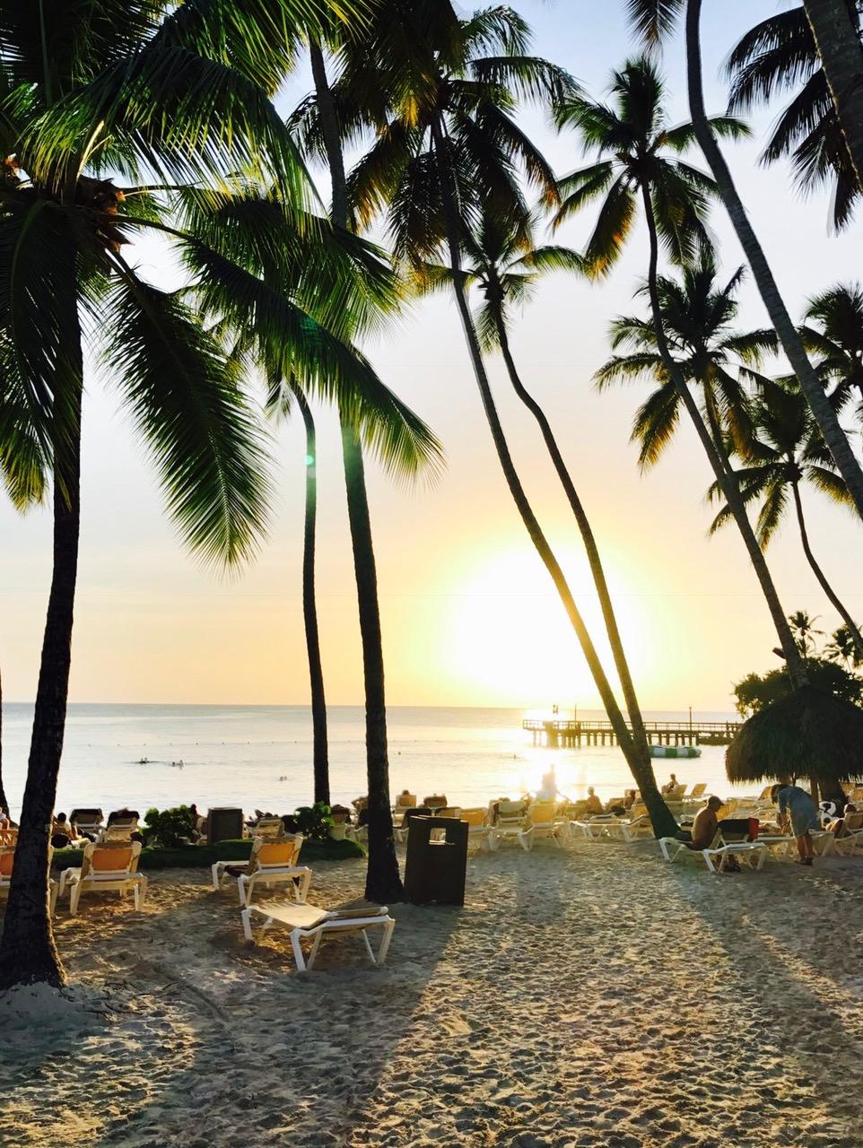Sonnenuntergang am Strand vom Dreams La Romana am Bayahibe Strand