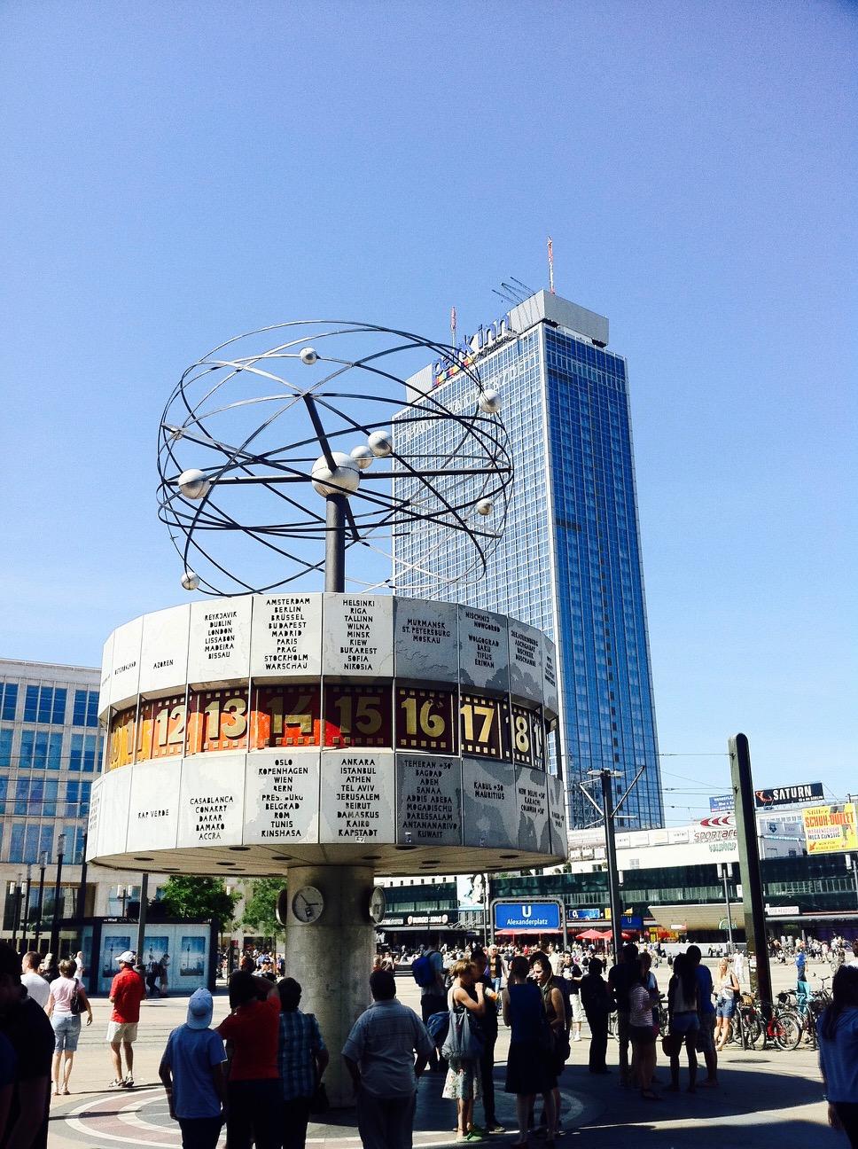 Weltzeituhr auf dem Alexanderplatz, Berlin