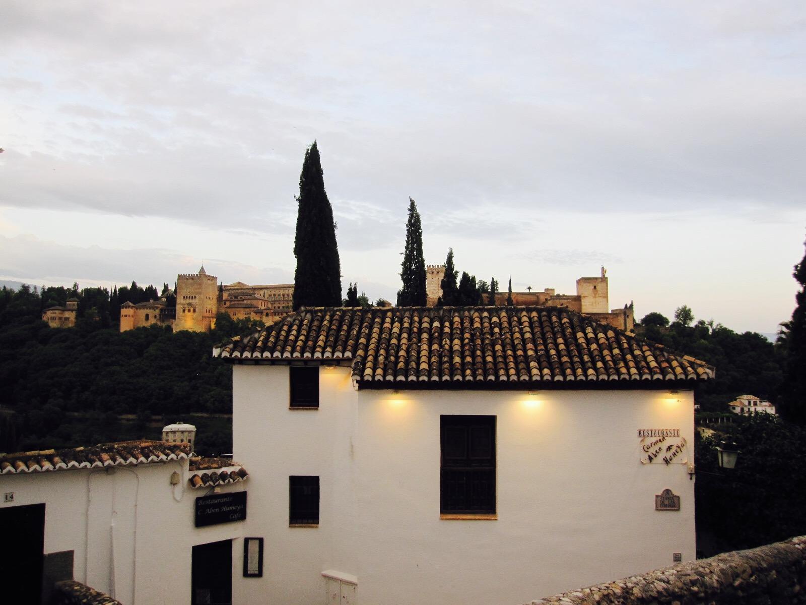 Blick auf die Alhambra von Sacromonte aus, Granada, Andalusien