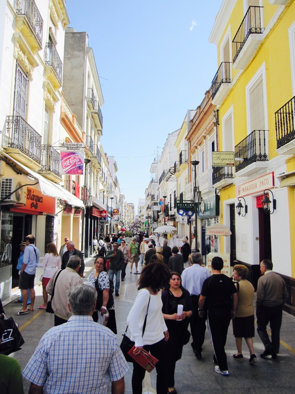 Blick in die Fußgängerzone in Ronda, Andalusien
