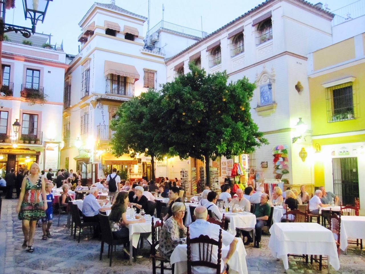 Platz in der Altstadt von Sevilla, Andalusien