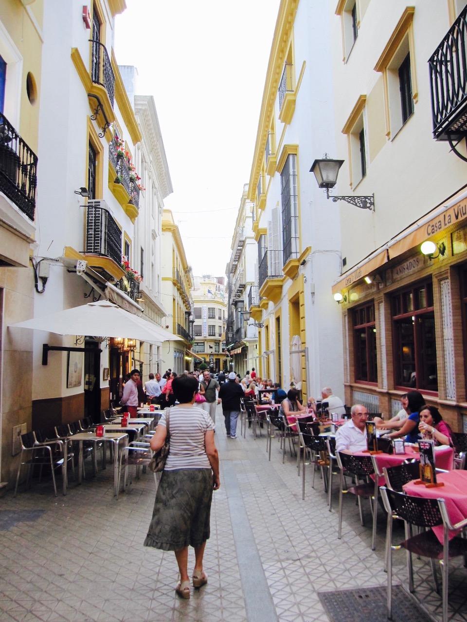 Altstadtgasse, Sevilla, Andalusien