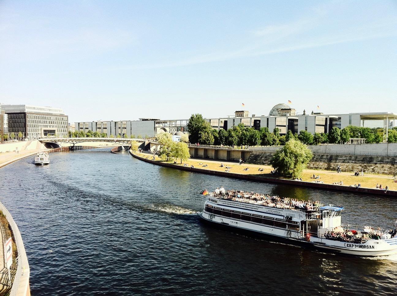 Dampfer auf der Spree, Berlin Mitte