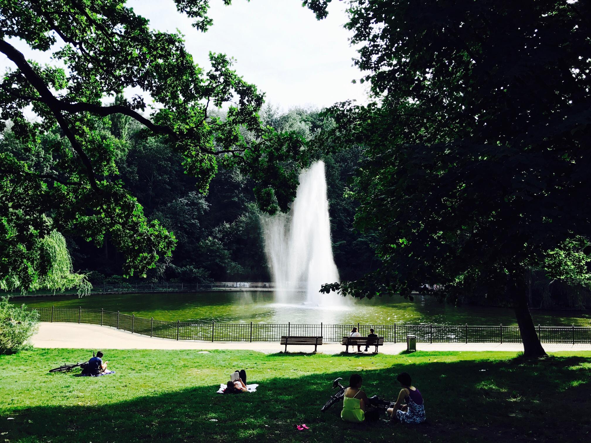 Blick auf den See im Volkspark Friedrichshain, Berlin