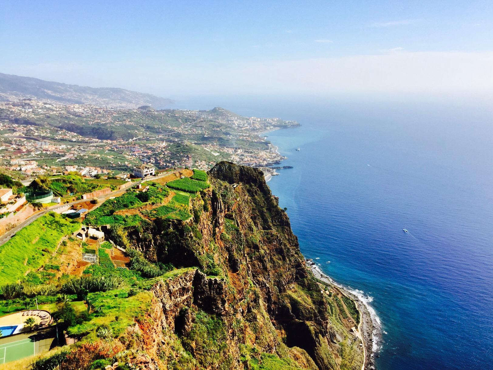 Aussicht auf die Küste von der Plattform Cabo Girao, Madeira