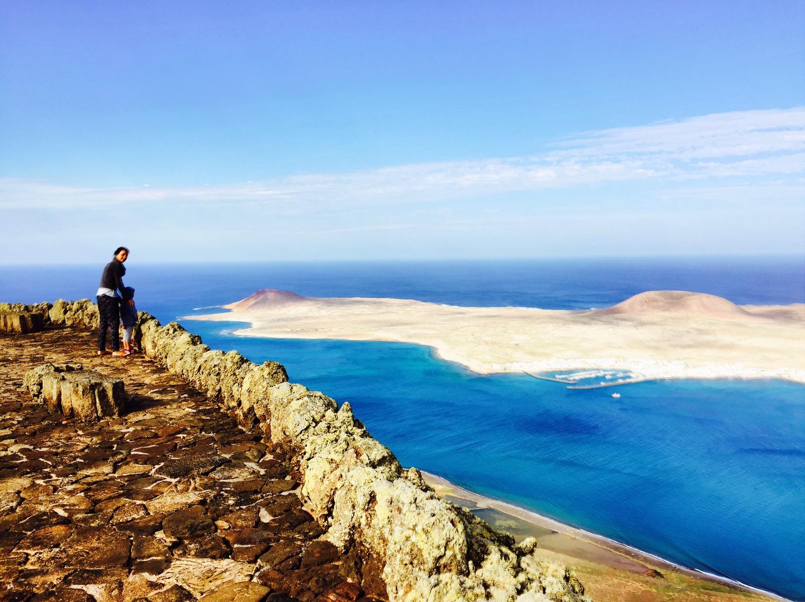Aussicht vom Mirador de Rio auf Lanzarote