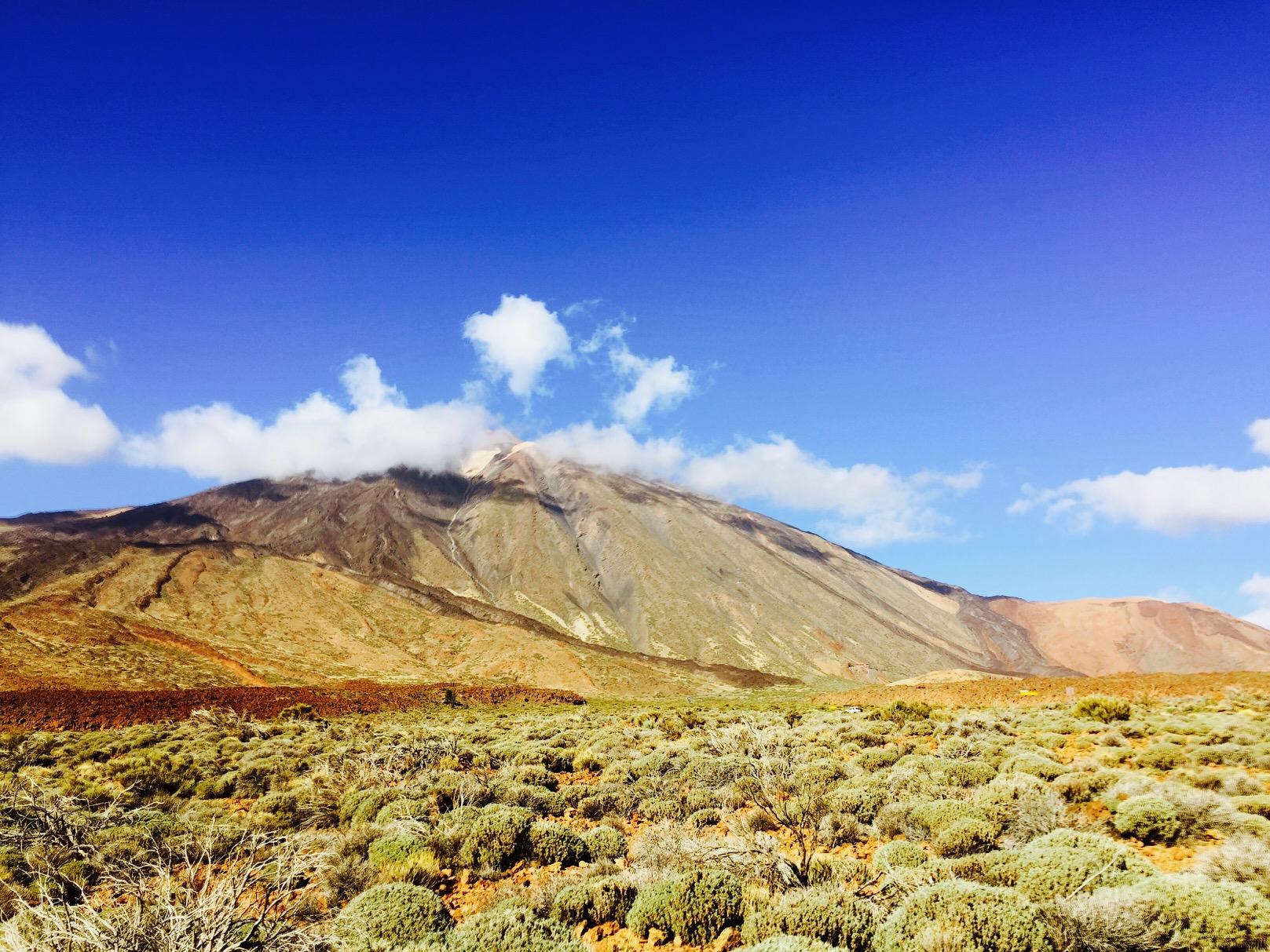 Karge Landschaft im El Teide Nationalpark auf Teneriffa