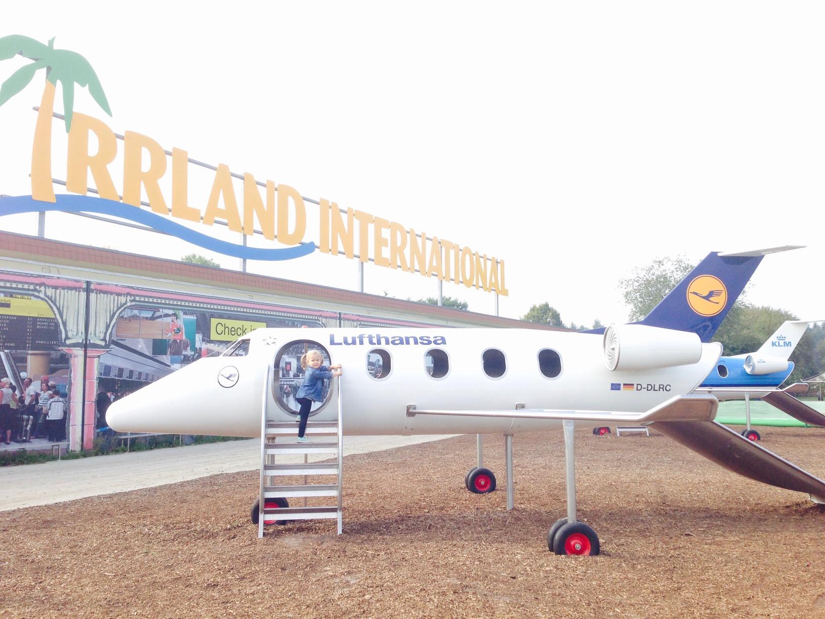 Blick auf en Flugzeug auf dem Flugplatz-Spielplatz im Irrland in Kevelaer
