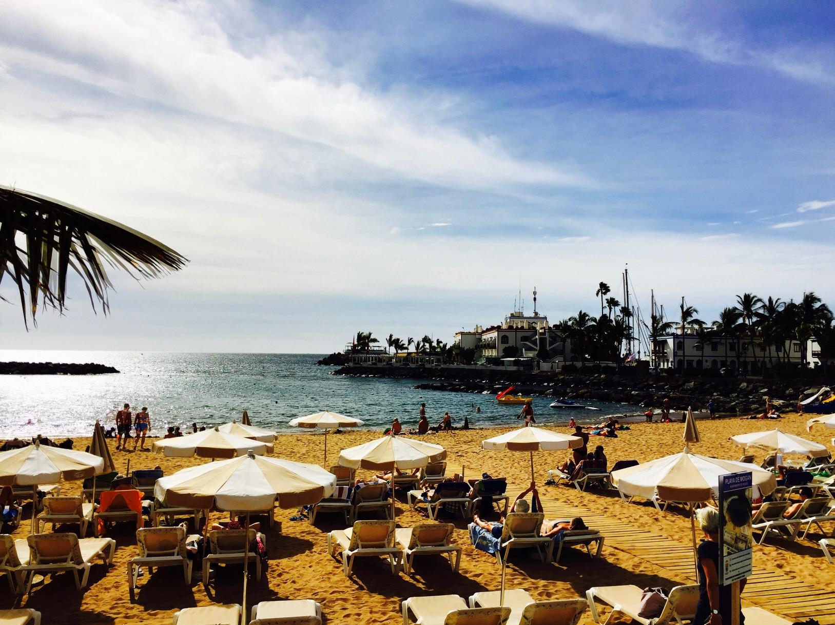 Blick auf den Strand in Puerto de Mogan, Gran Canaria