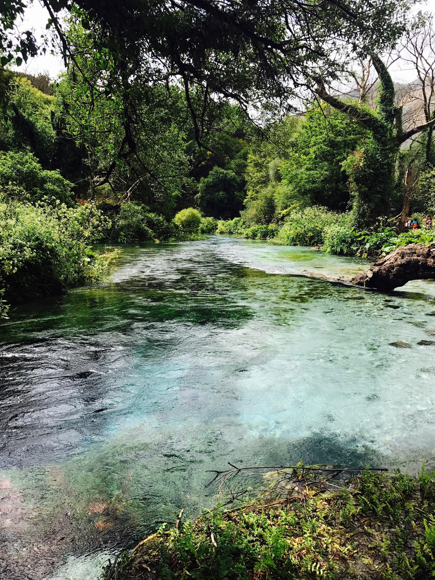 Blick auf den Fluss, der aus der Blue Eye Quelle entsteht, Albanien