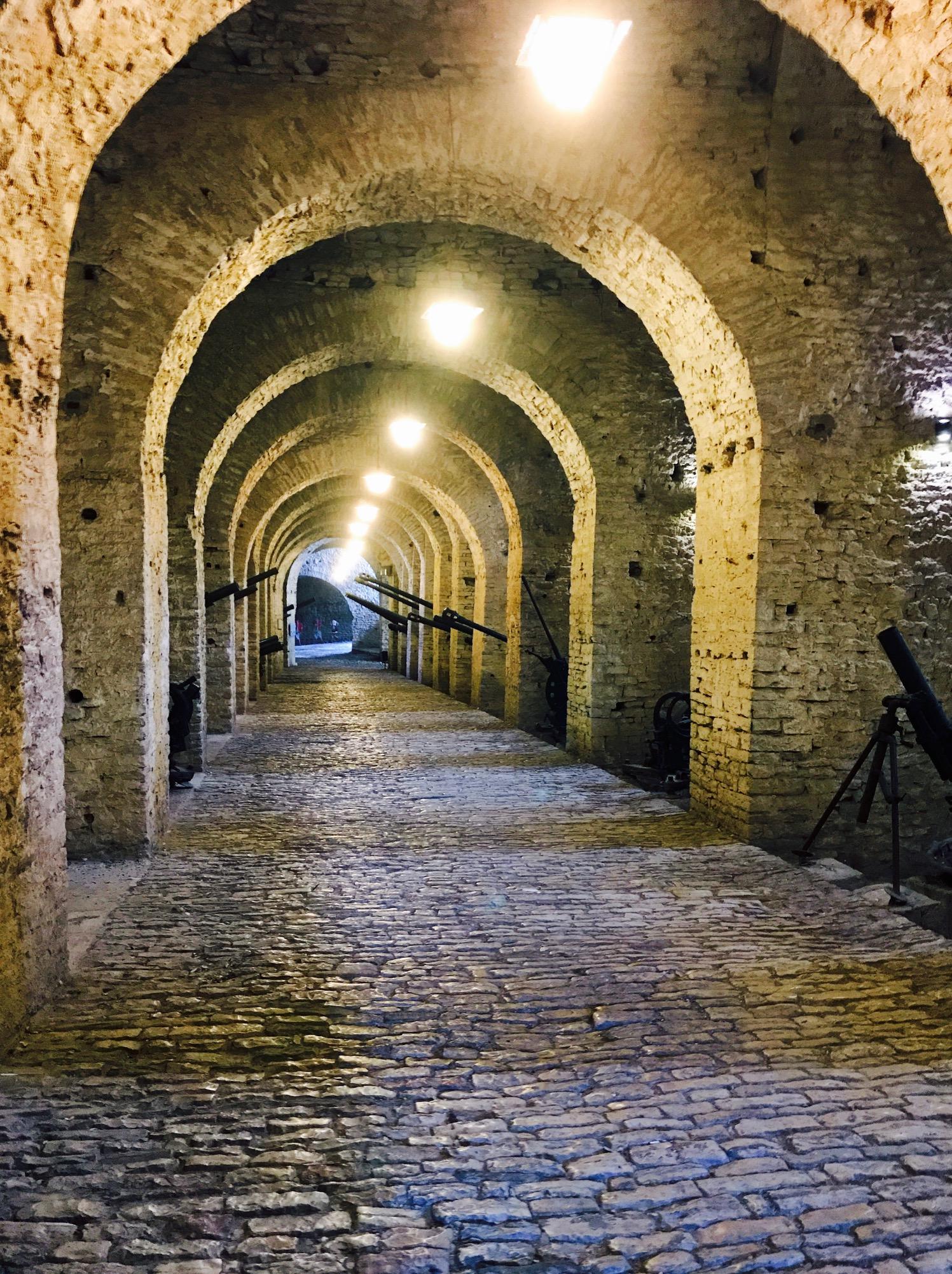 Gjirokastra Burg von innen