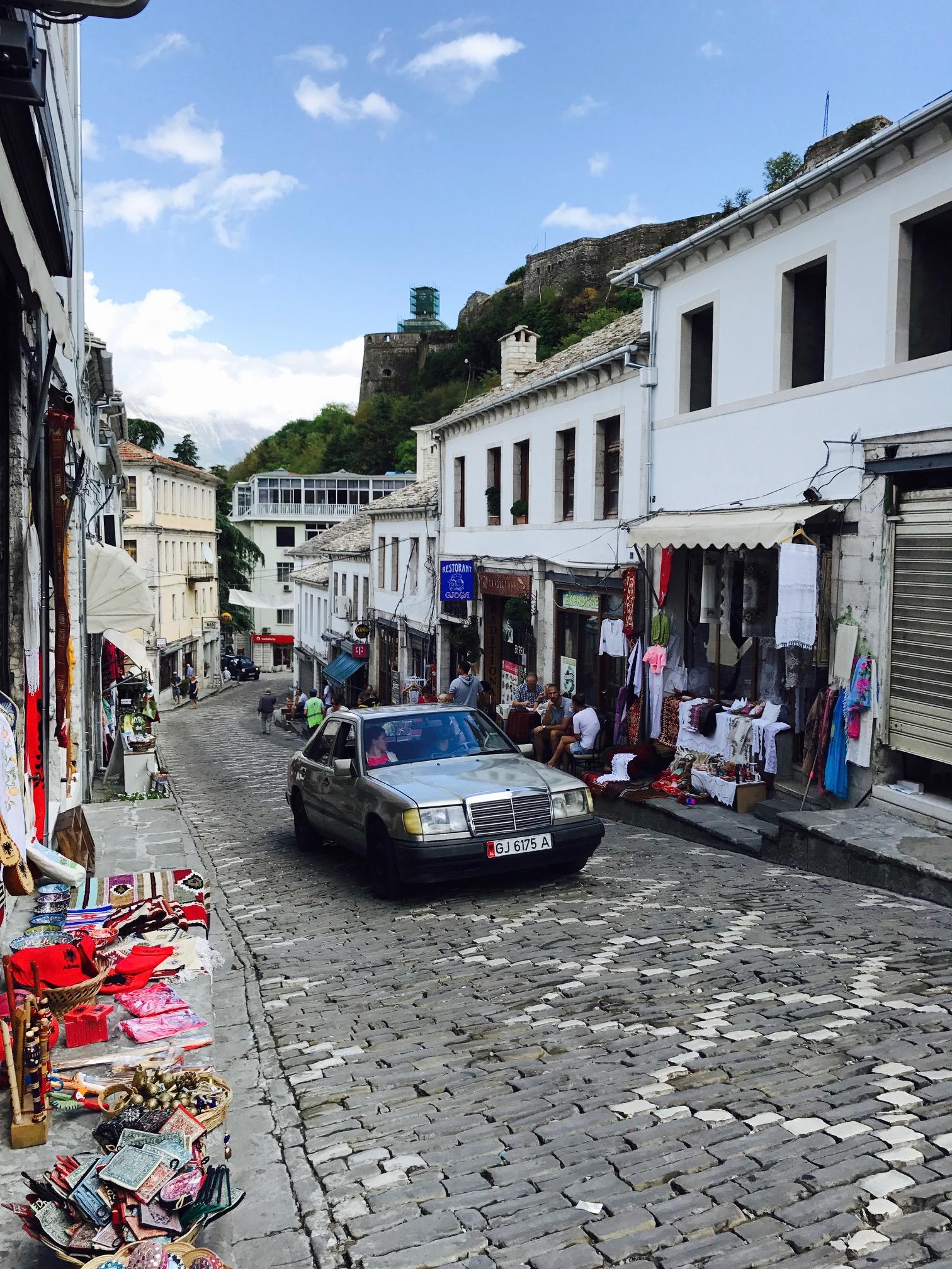 Blick in die Gjirokastra Stadt, Albanien