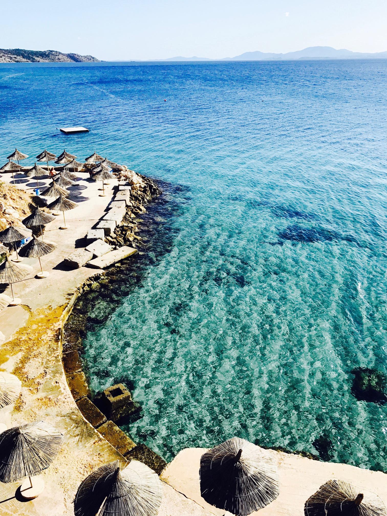 Blick von oben auf die Bucht Pema e Thate, Albanien