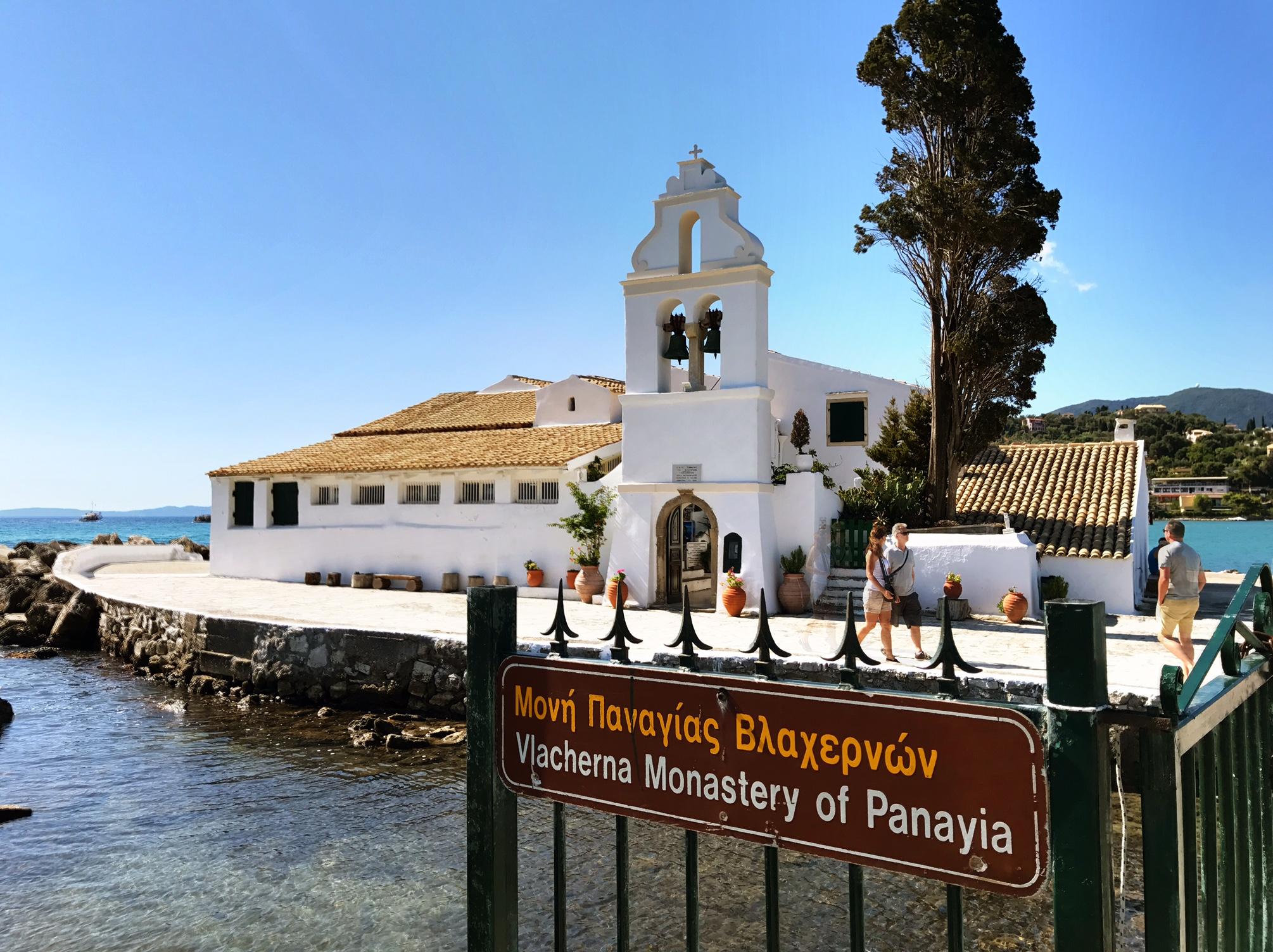 Blick auf das Kloster Vlacherna Monastery, Korfu, Griechenland