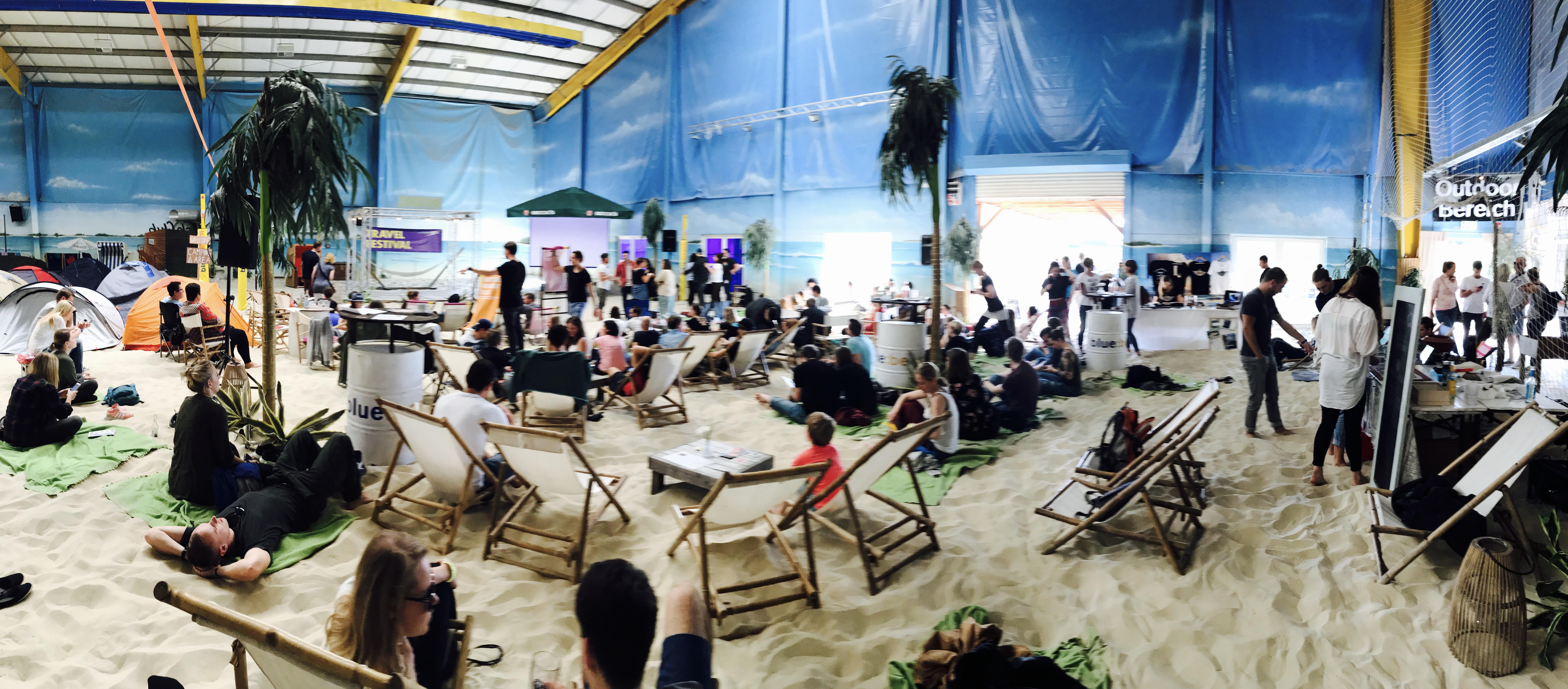 Blick auf das 2. Travel Festival im Blue Beach in Witten