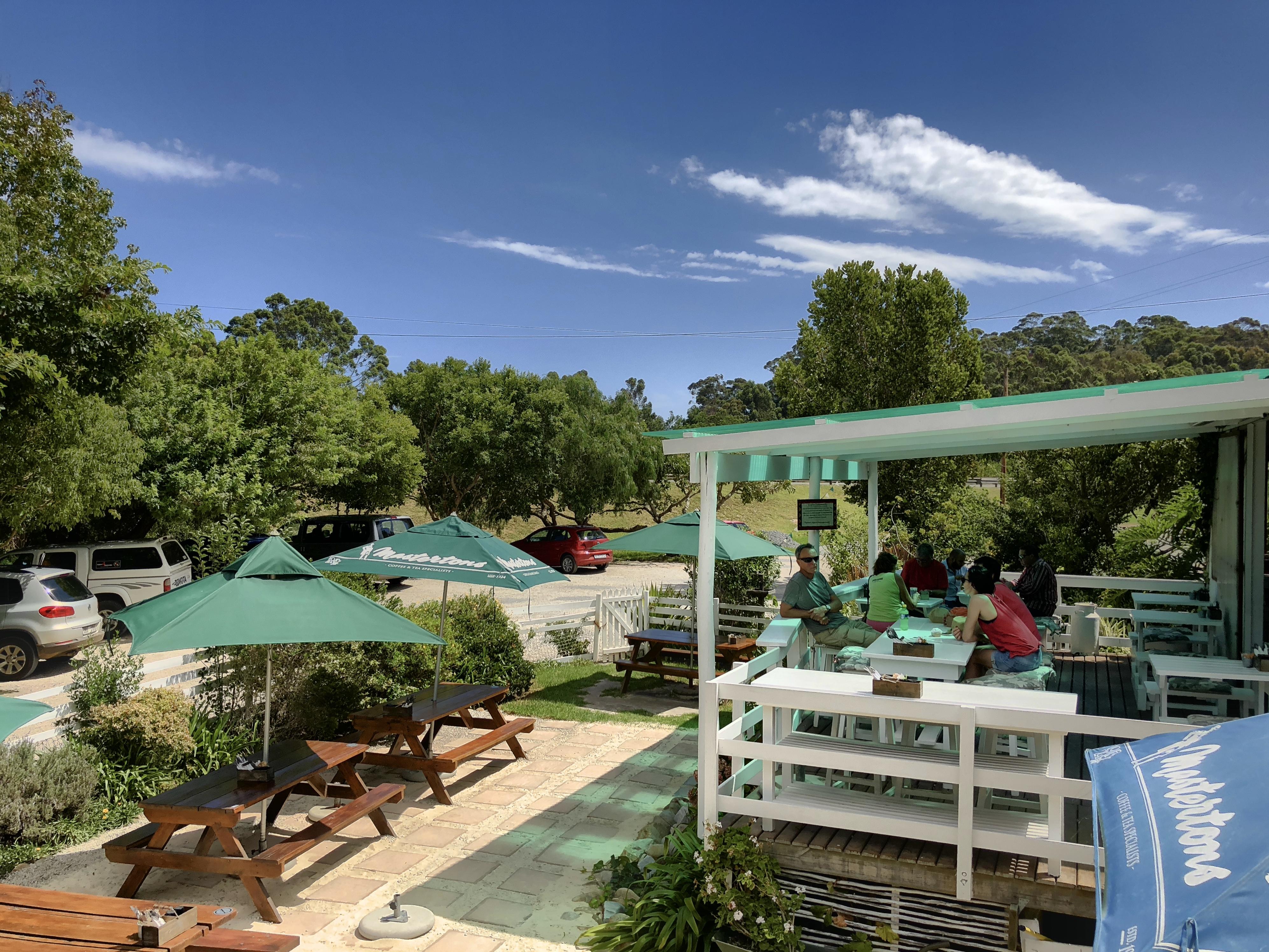Blick auf die Terrasse im Thyme & Again, Plettenberg Bay, Südafrika