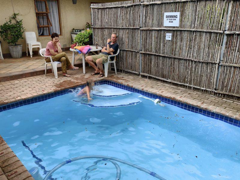 Blick auf den Pool der Unterkunft Ascot Place, Port Elizabeth, Südafrika