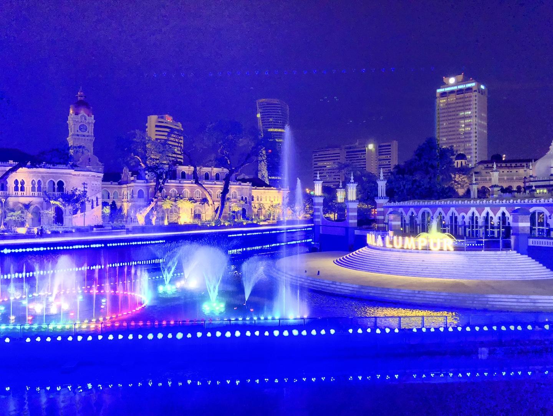 Wasserfontänenspiel vor dem Independence Place, Kuala Lumpur