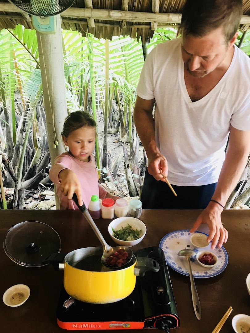 Eifrig am Kochen, Hoi An, Vietnam
