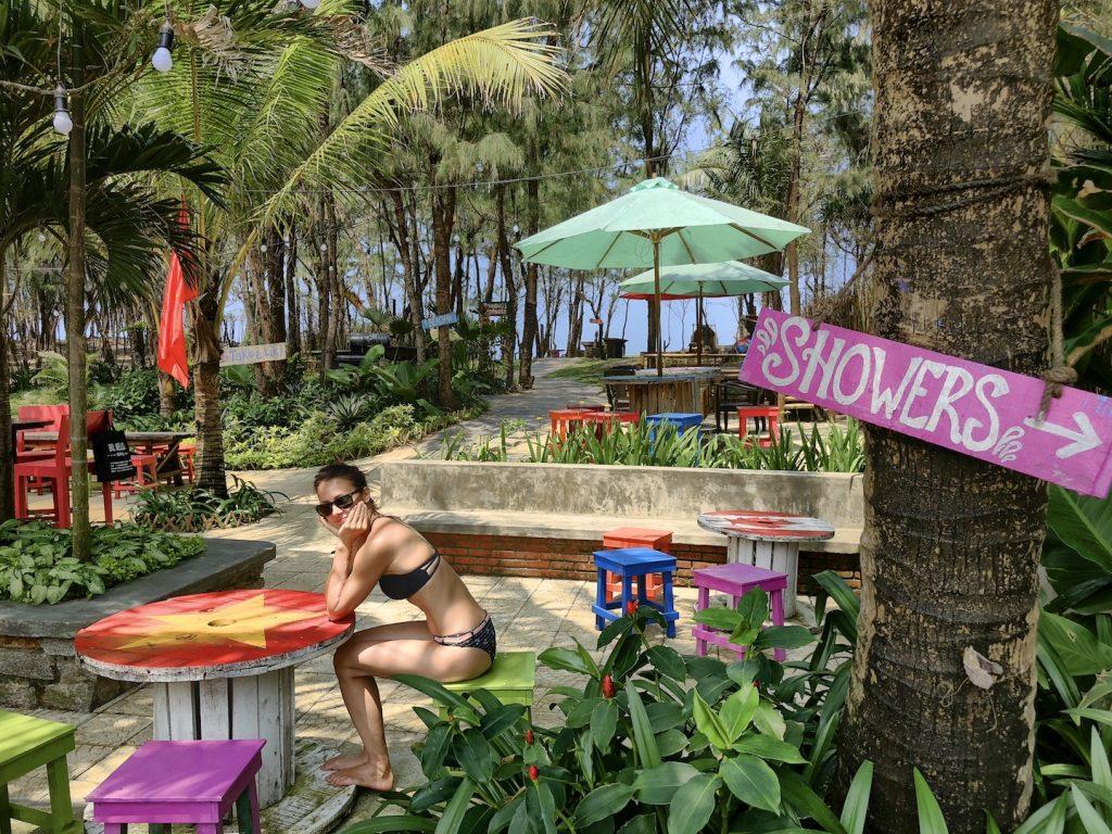 Blick in den Garten von Kahun's Beach Bar, Hoi An, Vietnam