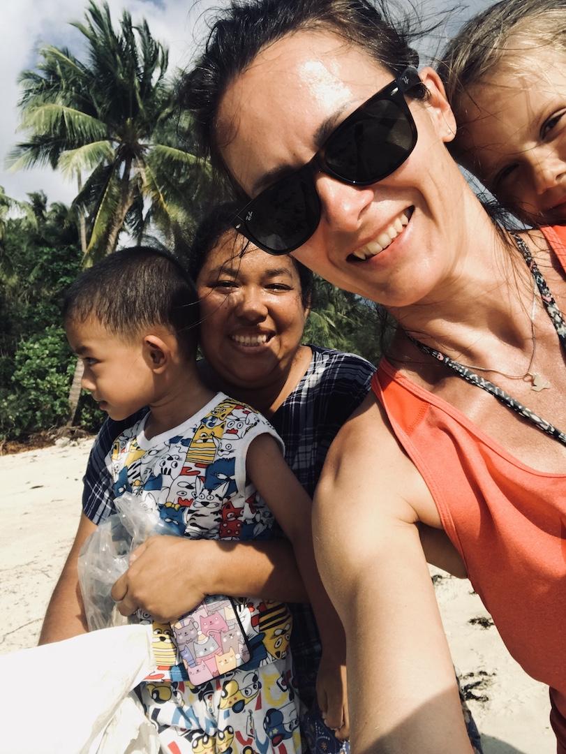 Beach Clean up mit Einheimischen, Koh Phangan, Thailand