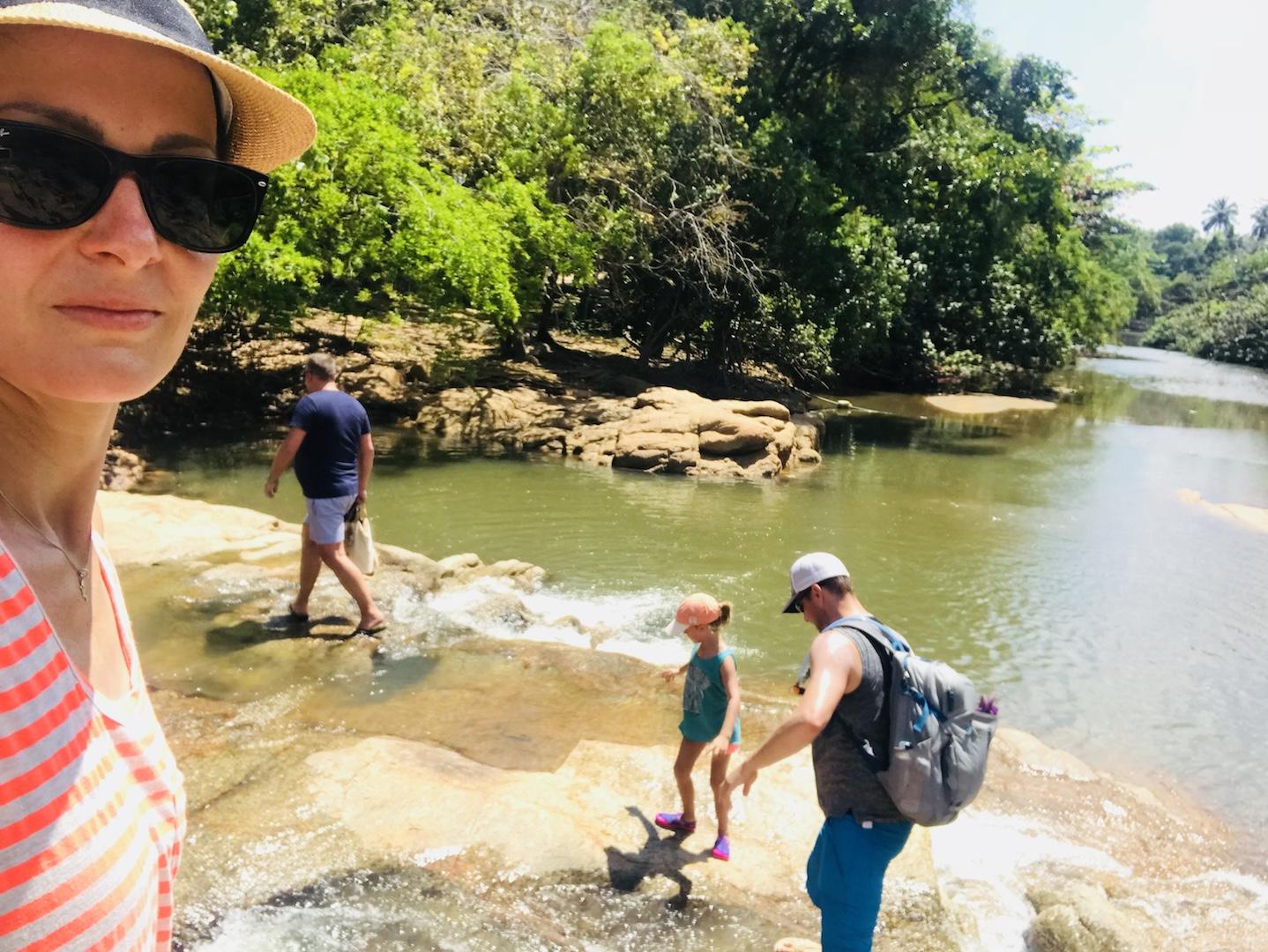 Walk über die Ausläufer des Than Sadet Wasserfalls, Kho Phangan, Thailand