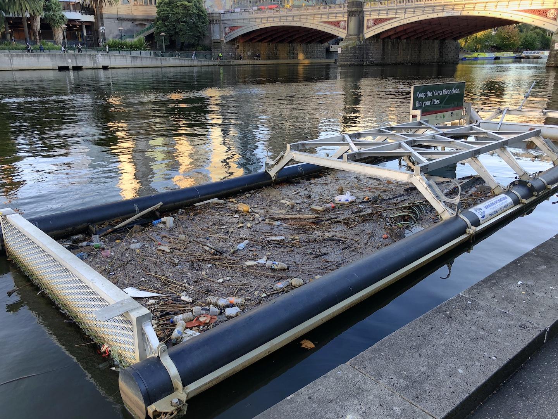 Müllauffanggerät, Yarra River, Melbourne, Australia