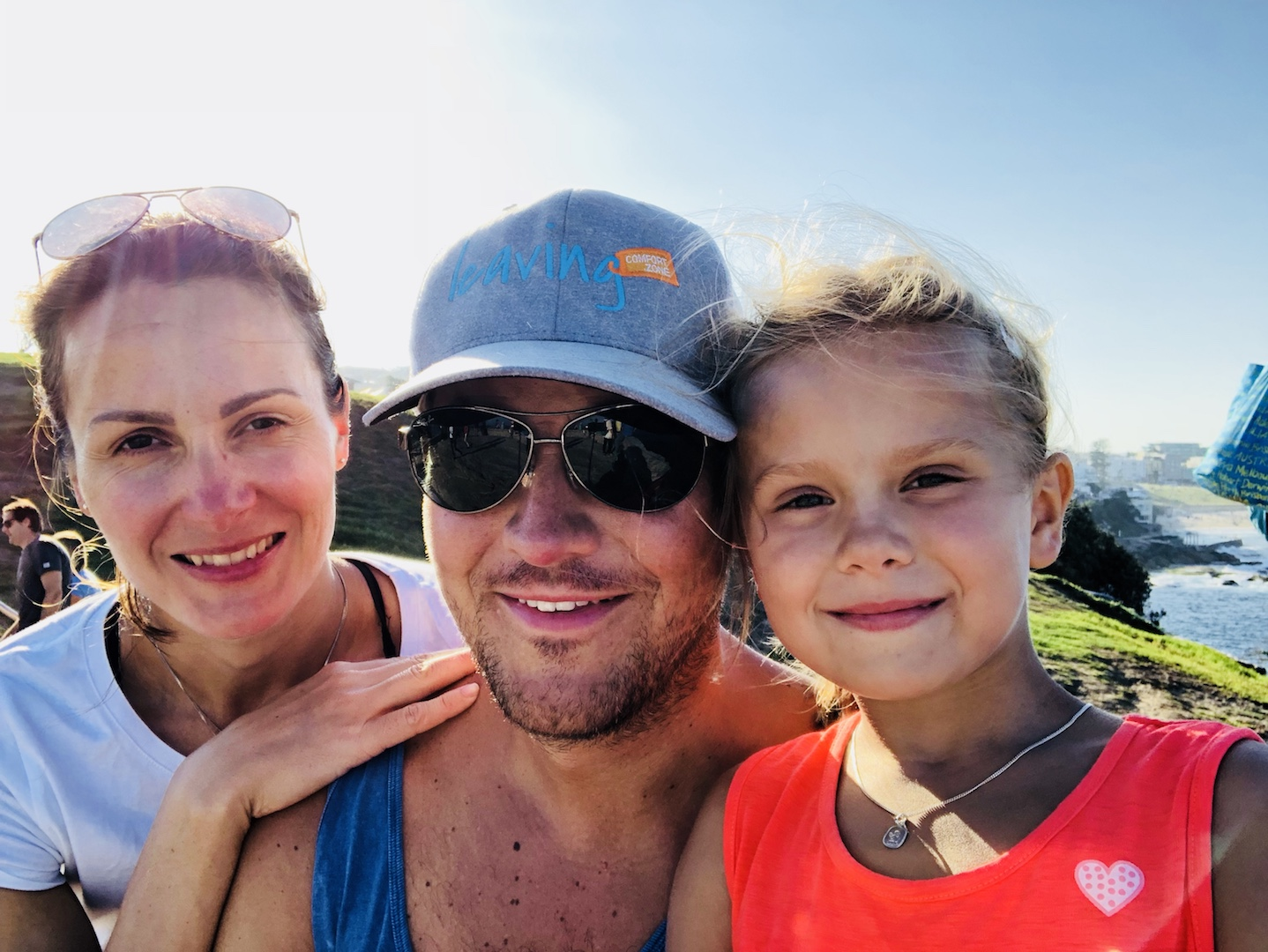 Familie auf dem Coastal Walk, Sydney