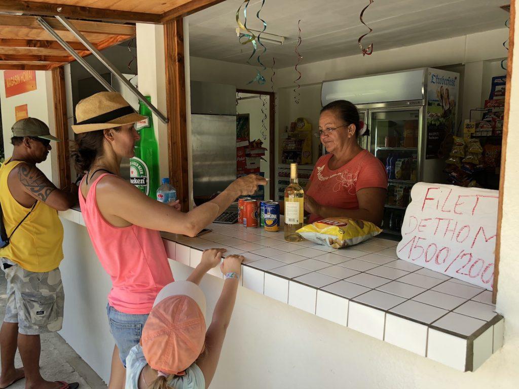 Shop mit Getränken gefunden, Maupiti