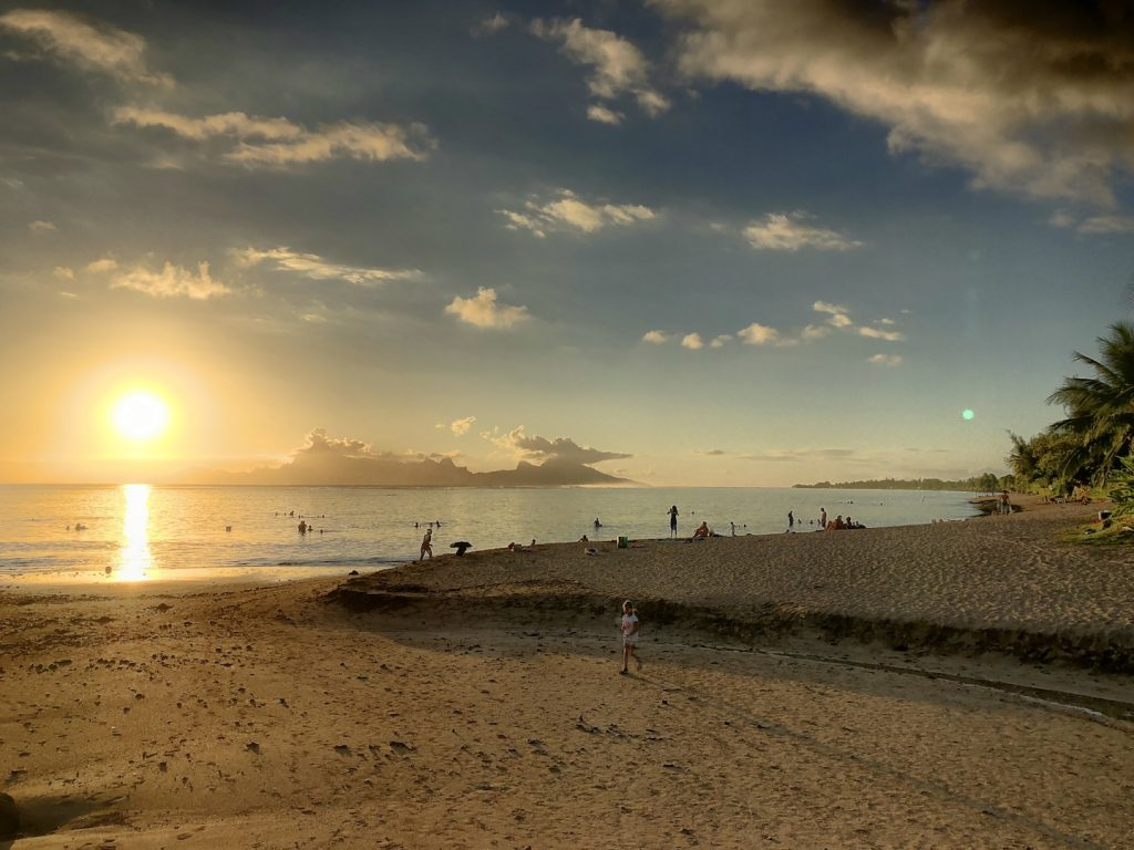 Sonnenuntergang am Vaiva Beach, Tahiti