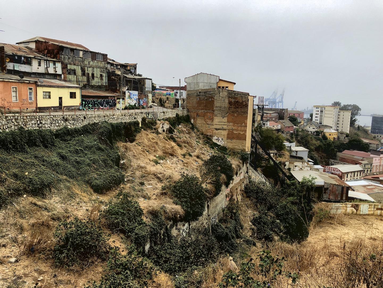 Heruntergekommene Häuser in Valparaiso