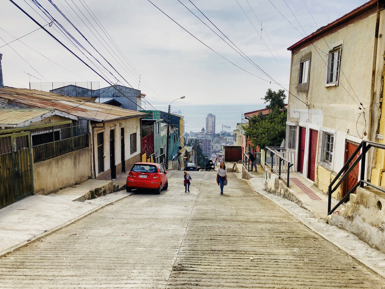 Steile Berge in Valparaiso