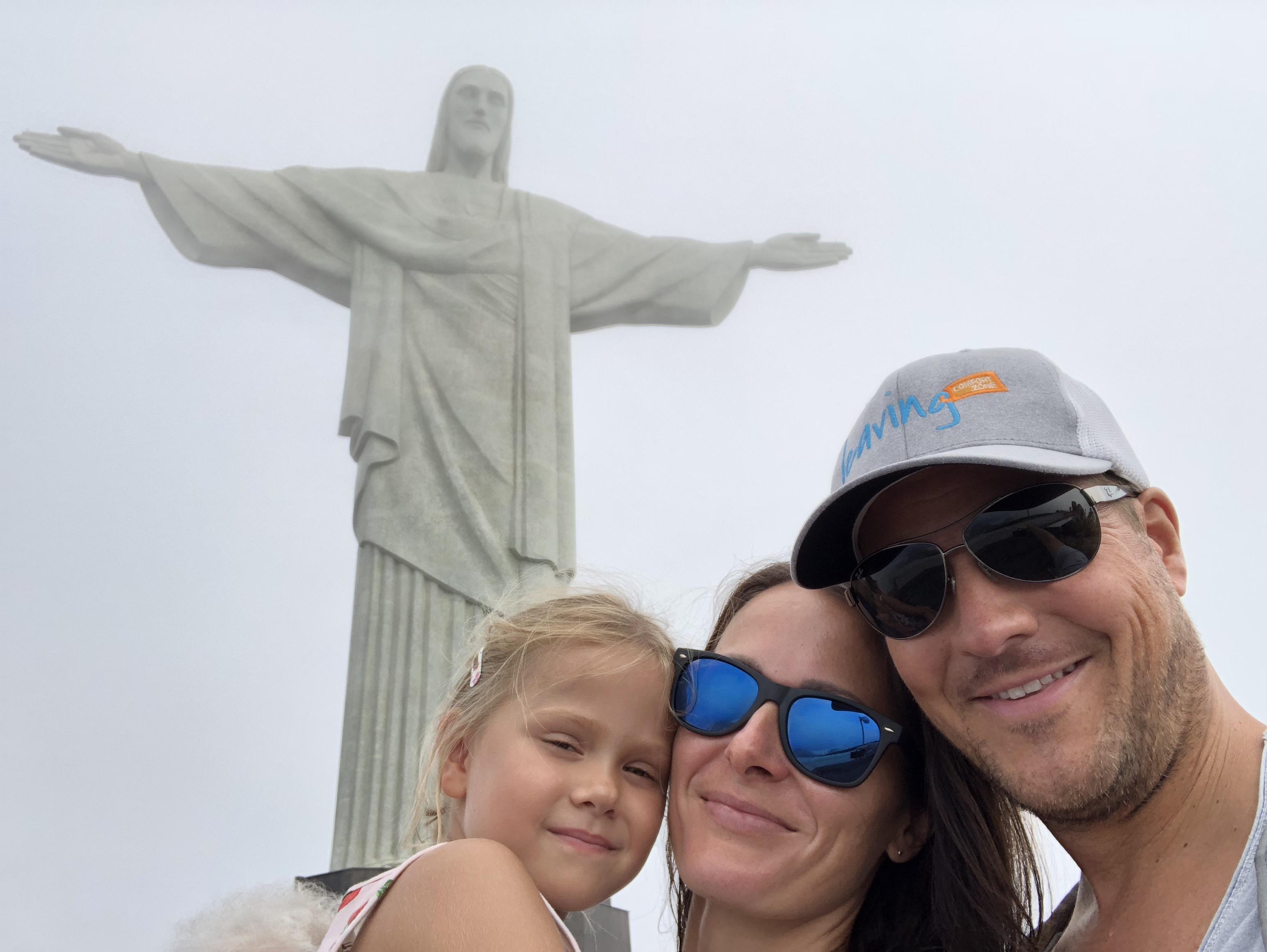 Familie vor der Christusstatue, Rio de Janeiro