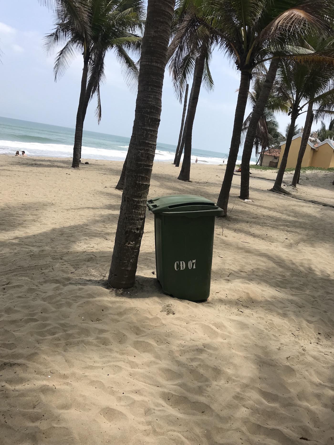 Müll sammeln in Hoi An, Vietnam