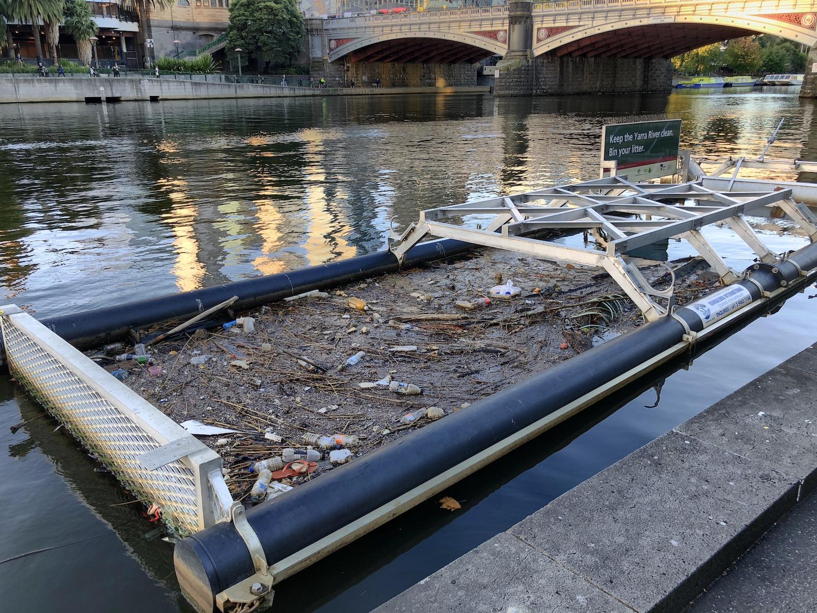 Müllauffanggerät im Yarra River