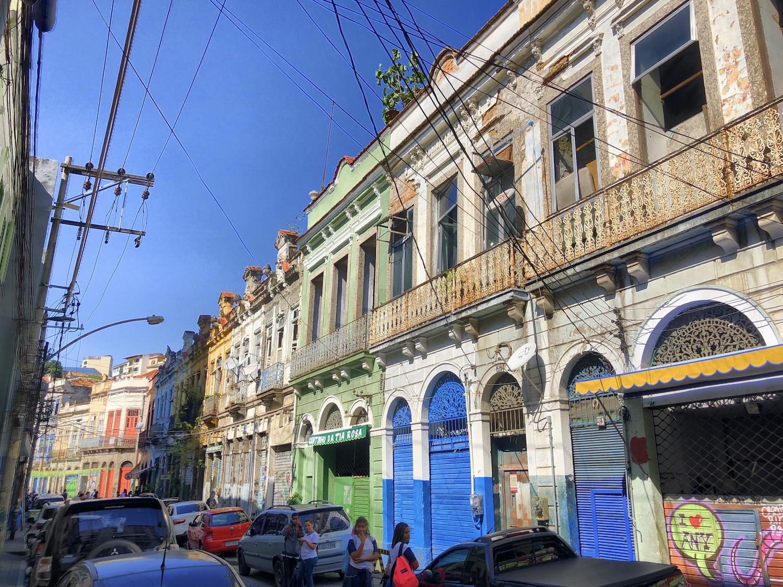 Straße mit bunten Häusern in Rio