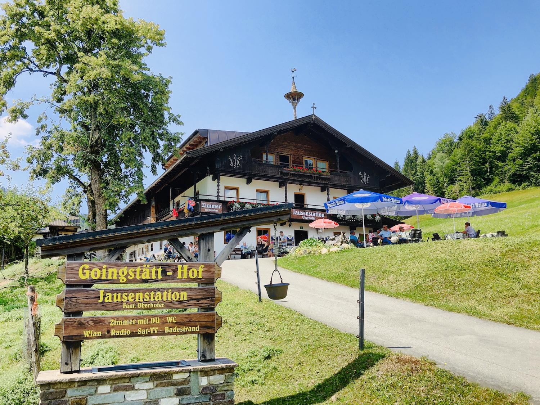 Blick auf die Jausenstation Goingstätt am Hintersteiner See, Tirol in Österreich