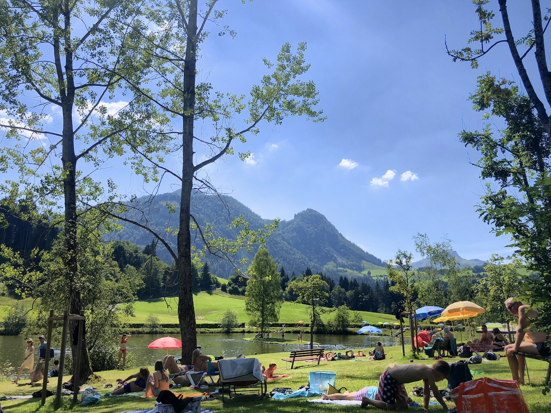 Blick auf das Strandbad Lauchsee, Fieberbrunn, Österreich