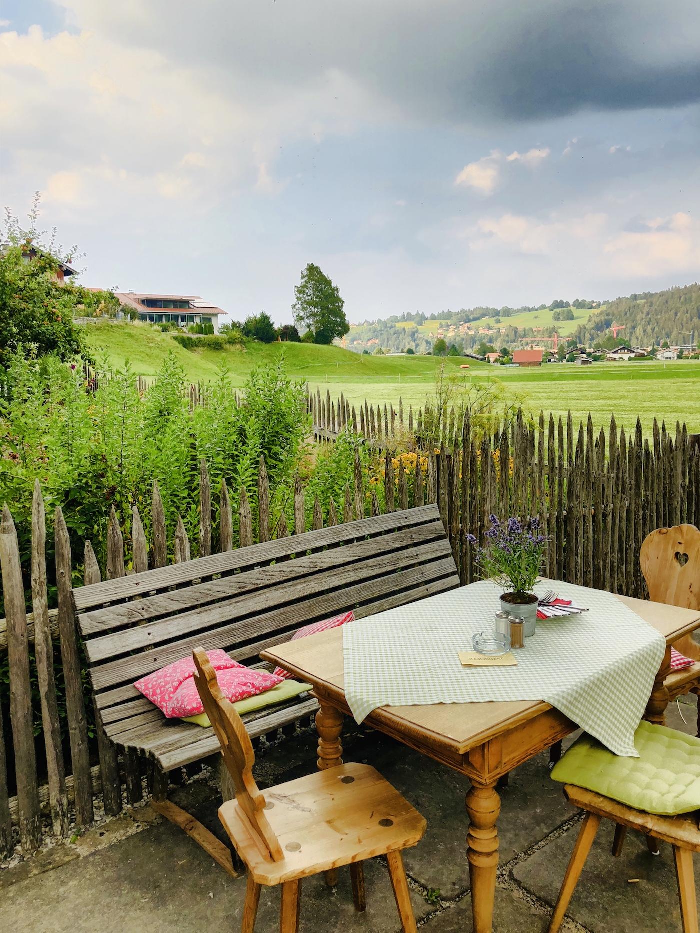 Im Garten der Schankwirtschaft Wohlfahrt in Pfronten